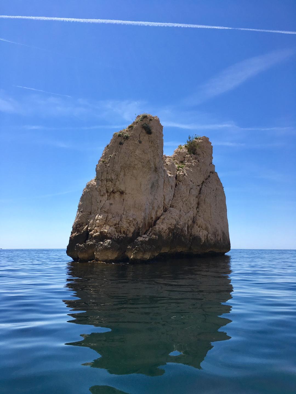 """alt=""""galerie de photo de randonnée kayak avec guide îlot du dromadaire calanque du devenson calanque de marseille"""""""