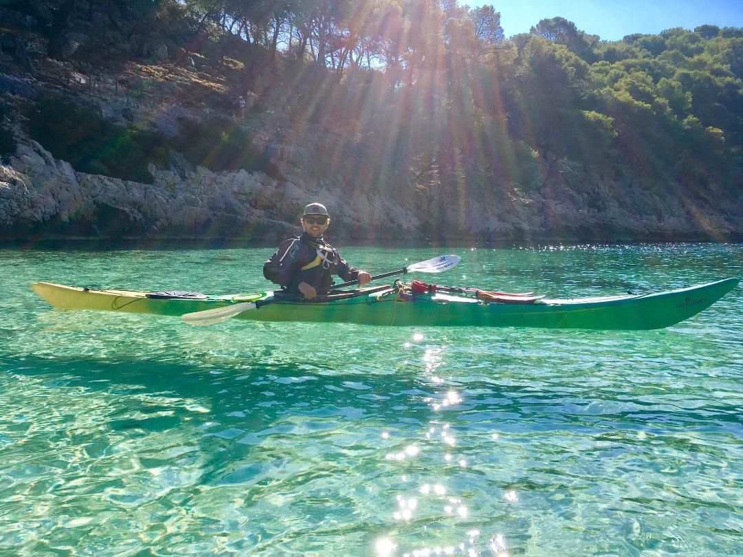 """alt=""""galerie de photos de randonnée en kayak dans la calanque de port-pin"""""""