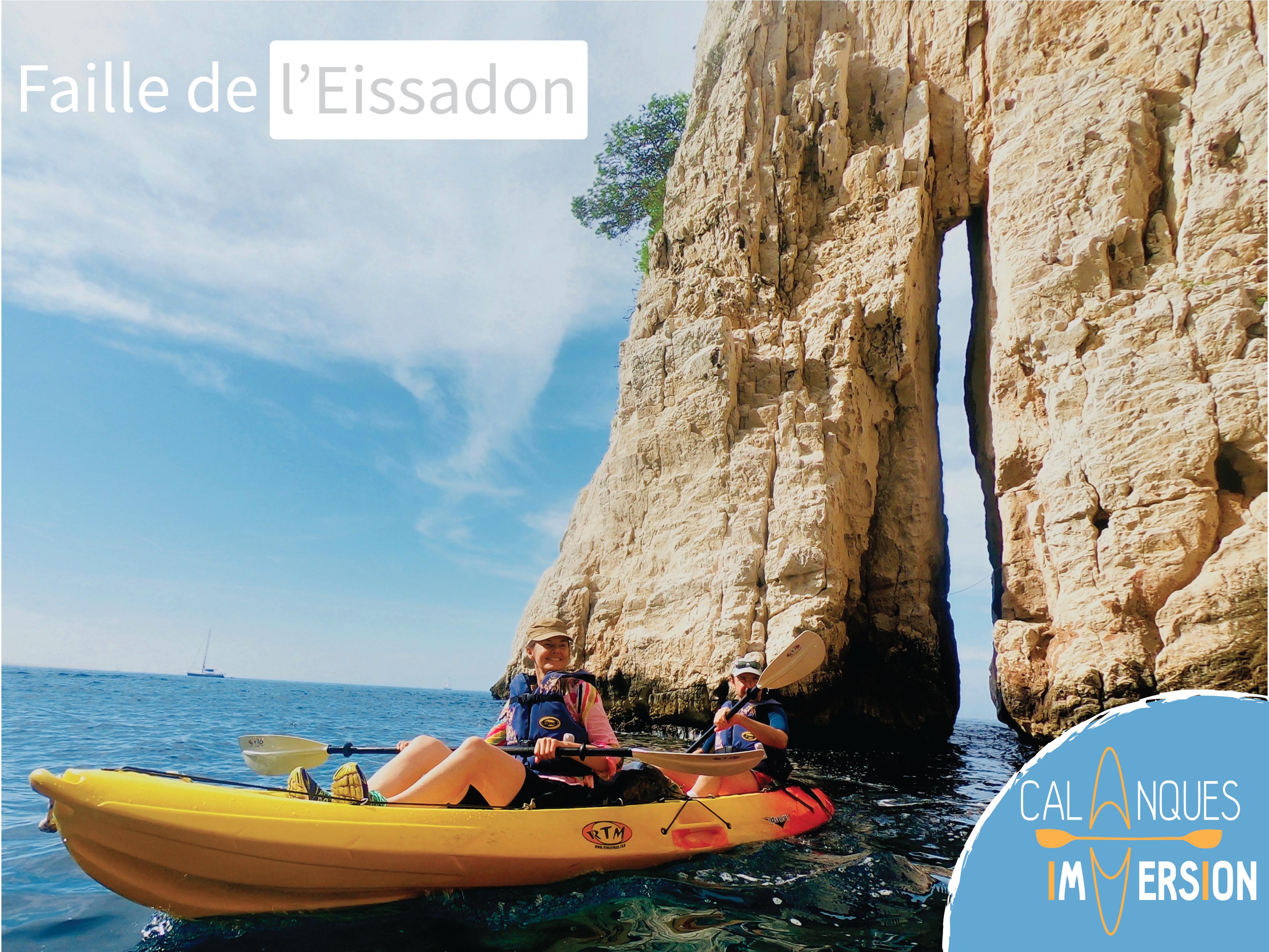 """alt=""""galerie de photo de randonnée kayak avec guide dans les calanques de marseille la faille de l eissadon """""""