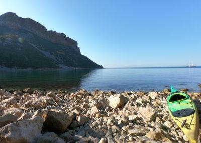 découvrir cassis et l'anse de l'arène en kayak avec calanques immersion