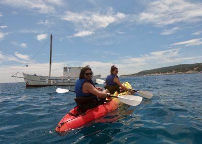 """alt""""=venez découvrir les calanques en kayak"""""""