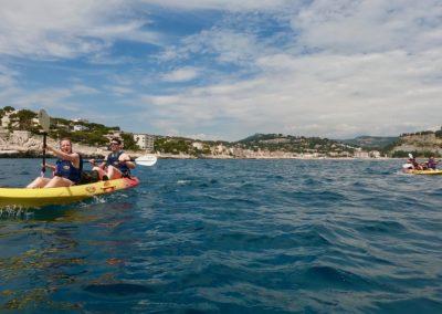 """alt=""""randonnée kayak avec guide dans la baie de cassis avec calanques immersion"""""""