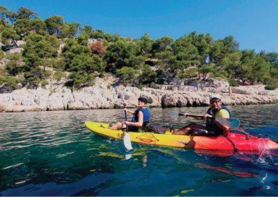 """alt=""""randonnée kayak dans la calanque de port-pin avec calanques immersion kayak cassis marseille"""""""