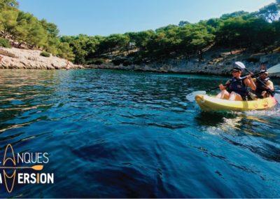 """alt=""""randonnée plaisir en kayak dans une des calanques de marseille port-pin avec calanques immersion"""""""